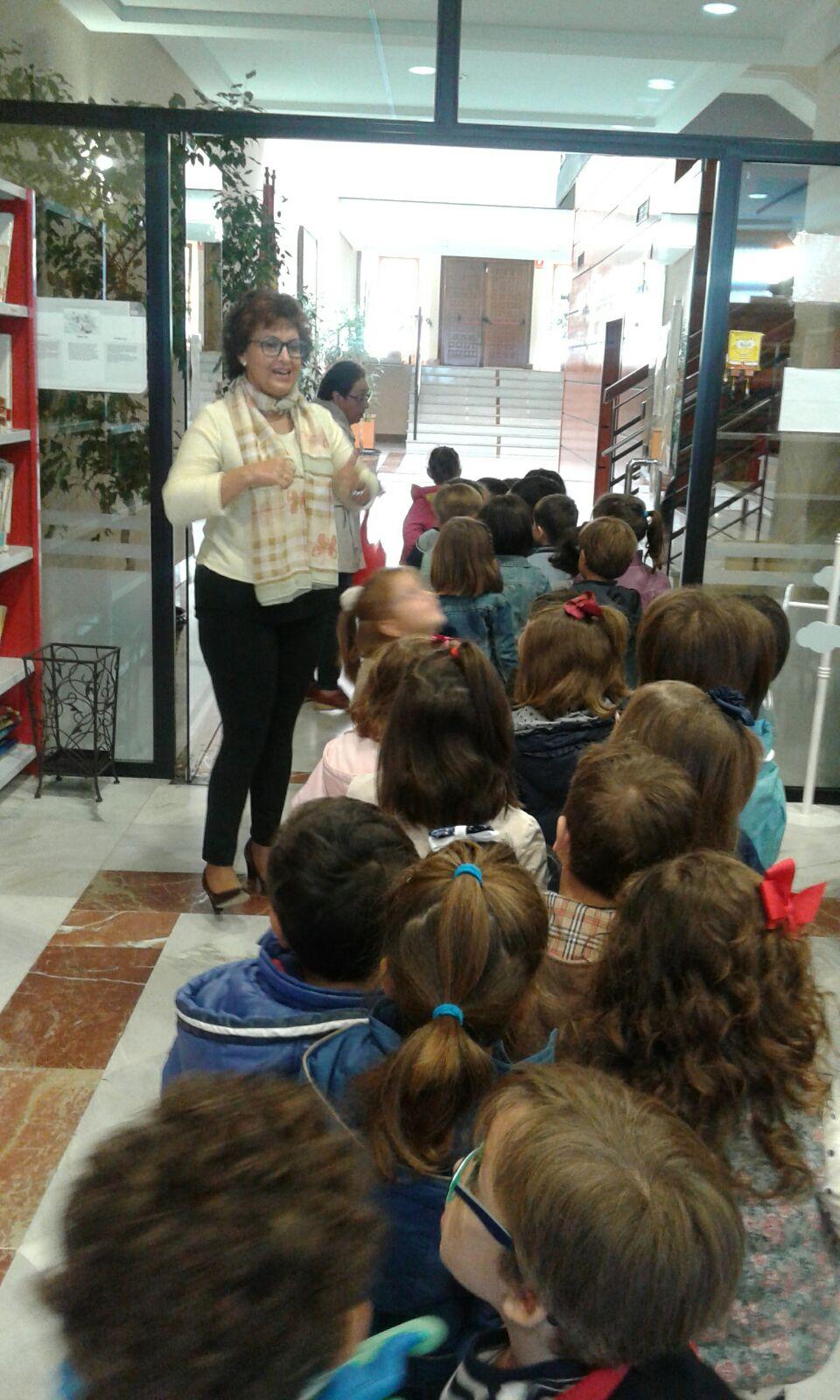 Visita de los niñ@s de 4 años a la Biblioteca Pública Municipal