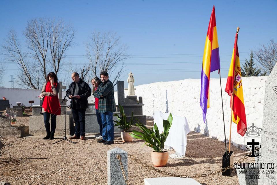 Acto homenaje en el Cementerio Municipal a las victimas del franquismo