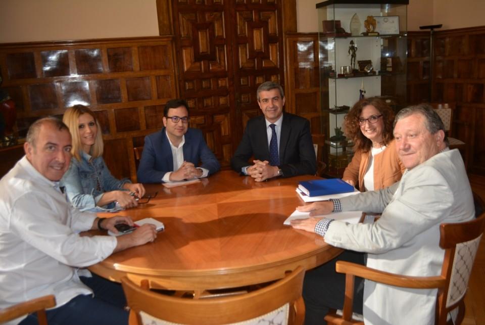 Reunión entre el presidente de la Diputación Provincial y la nueva directiva de la As. Regional de Técnicos de Cultura
