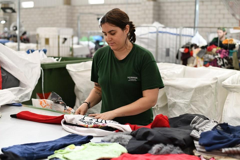 La Fundación recupera más de seis toneladas de ropa usada en Santa Cruz de la Zarza durante el primer semestre para promover su reutilización y reciclado