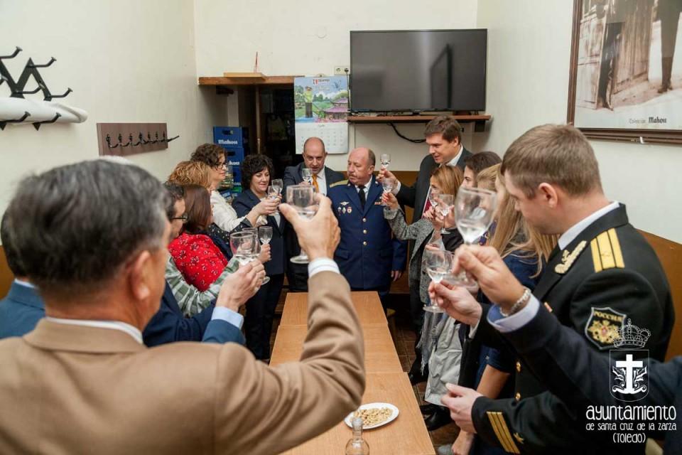 Visita de la nieta del aviador soviético, teniente Dombrovsky