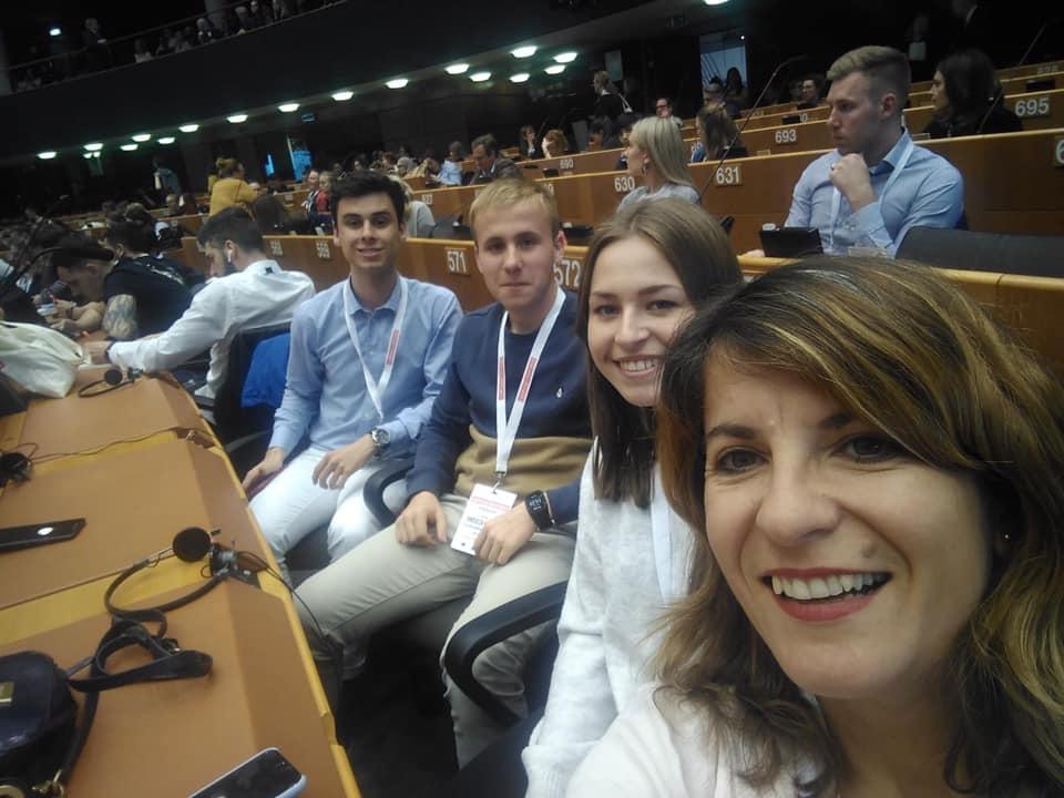 Una joven santacrucera representante de todos los jóvenes de las zonas rurales en el Parlamento Europeo.